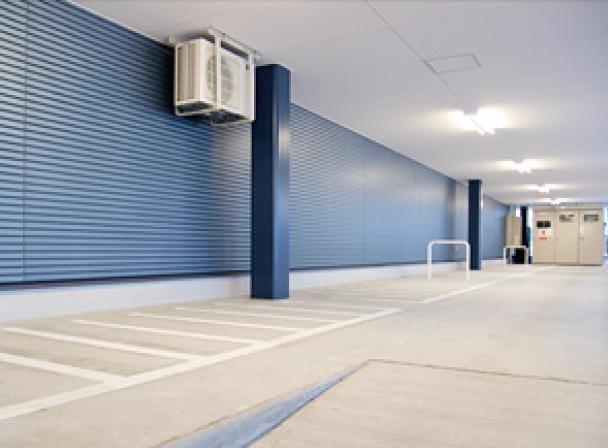 写真:屋根付き駐輪場完備